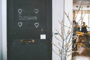 bonjour on door